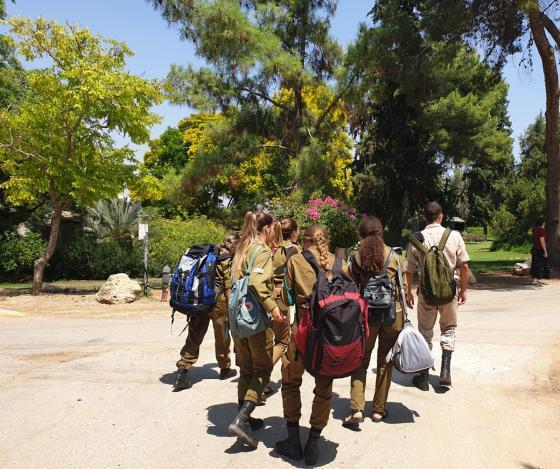 לא בודדים – בגלאון פתחו בית לחיילים הבודדים